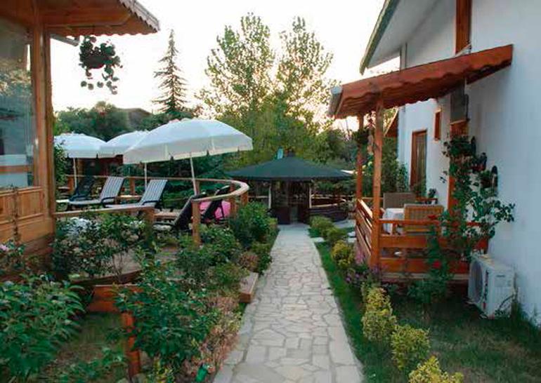 TREE TOPS PARK HOTEL RESTAURANT