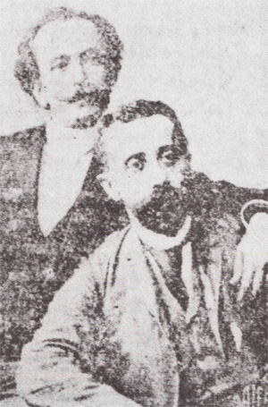 Hovsep Aznavur (oturan) ve yakın dostu Bedros Atamyan